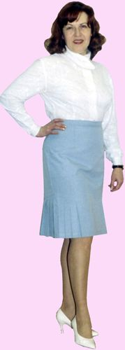 Skirt with pleats in the undercuts